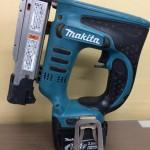makita マキタ 充電式ピンタッカ ピンタッカ 本体+バッテリー14.4V 3.0Ah PT350D