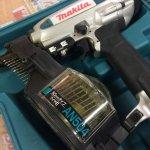 makita マキタ 常圧釘打ち機 AN504
